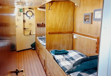 Twin Cabin with Shared