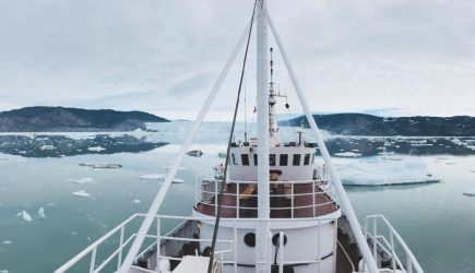 expedition vessel cruise in svalbard